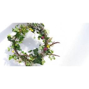Tuto couronne florale bohème avec un cintre métallique facile