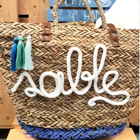 Decora y personaliza tu cesta de mimbre para la playa
