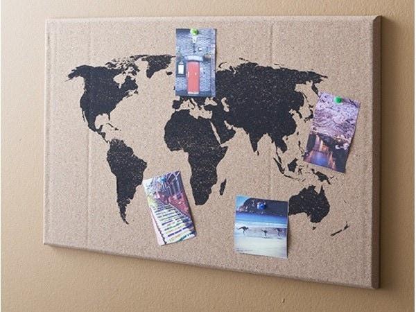 Une déco murale de globe-trotteurs!